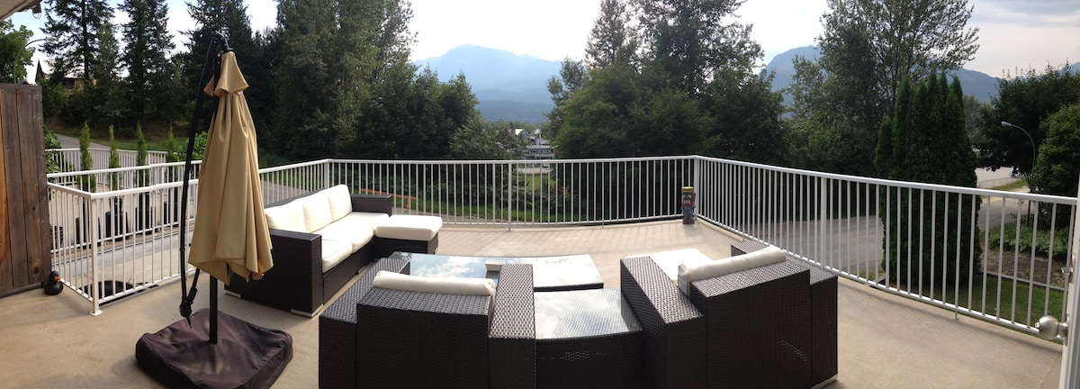 PowTown Lodge (with Hot Tub)