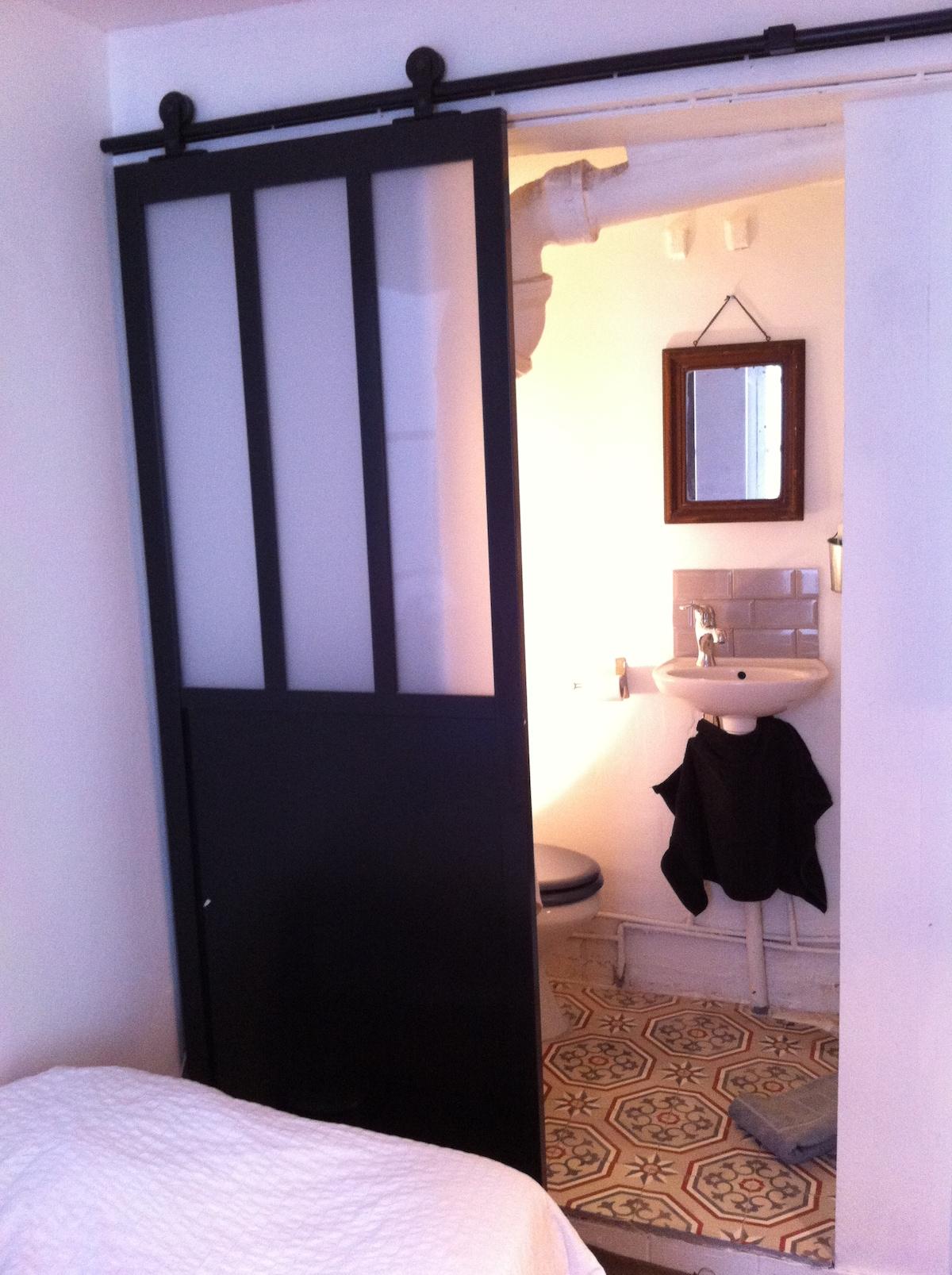 Petite chambre dans le Marais