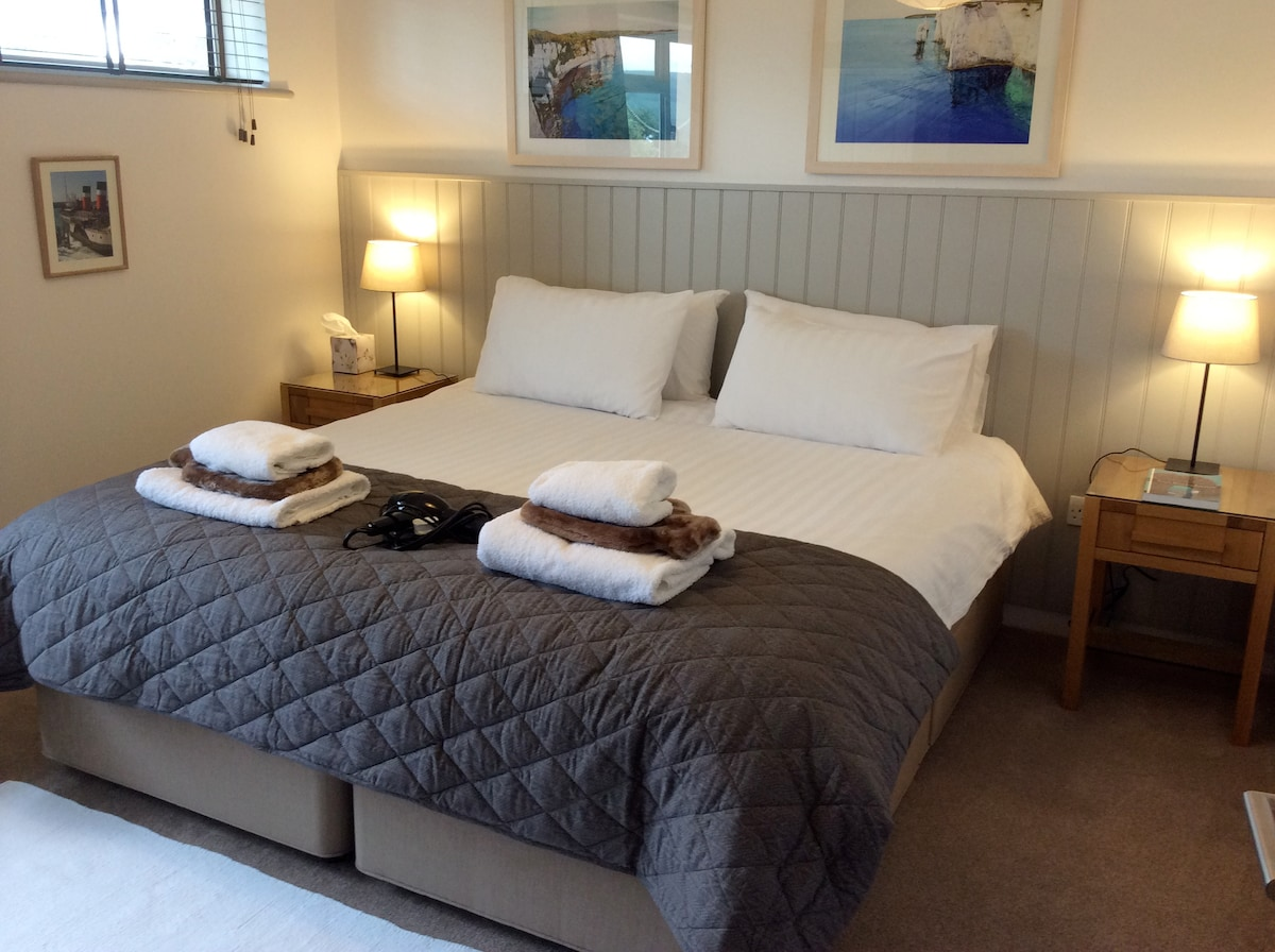 """Guest Wing Bedroom (2) showing Super Kingsize bed.Invite your friends at £25 p.p.n 32"""" TV & DVD"""