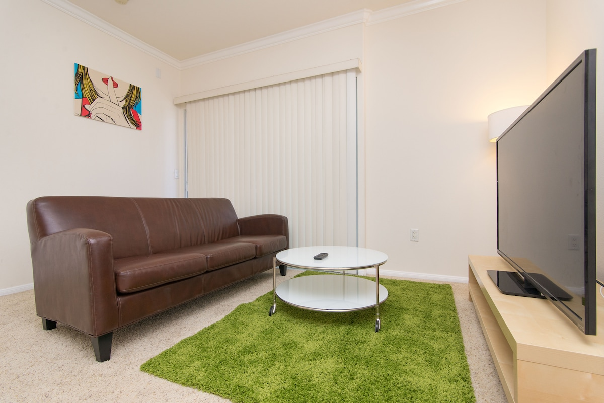 Living room, Private balcony, 60 in smart tv