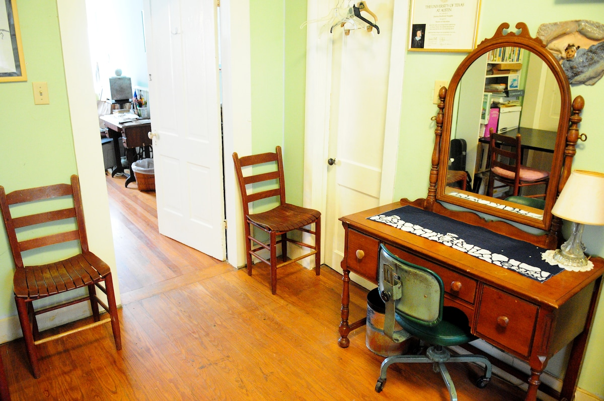 Walk to Downtown-Homestay green rm