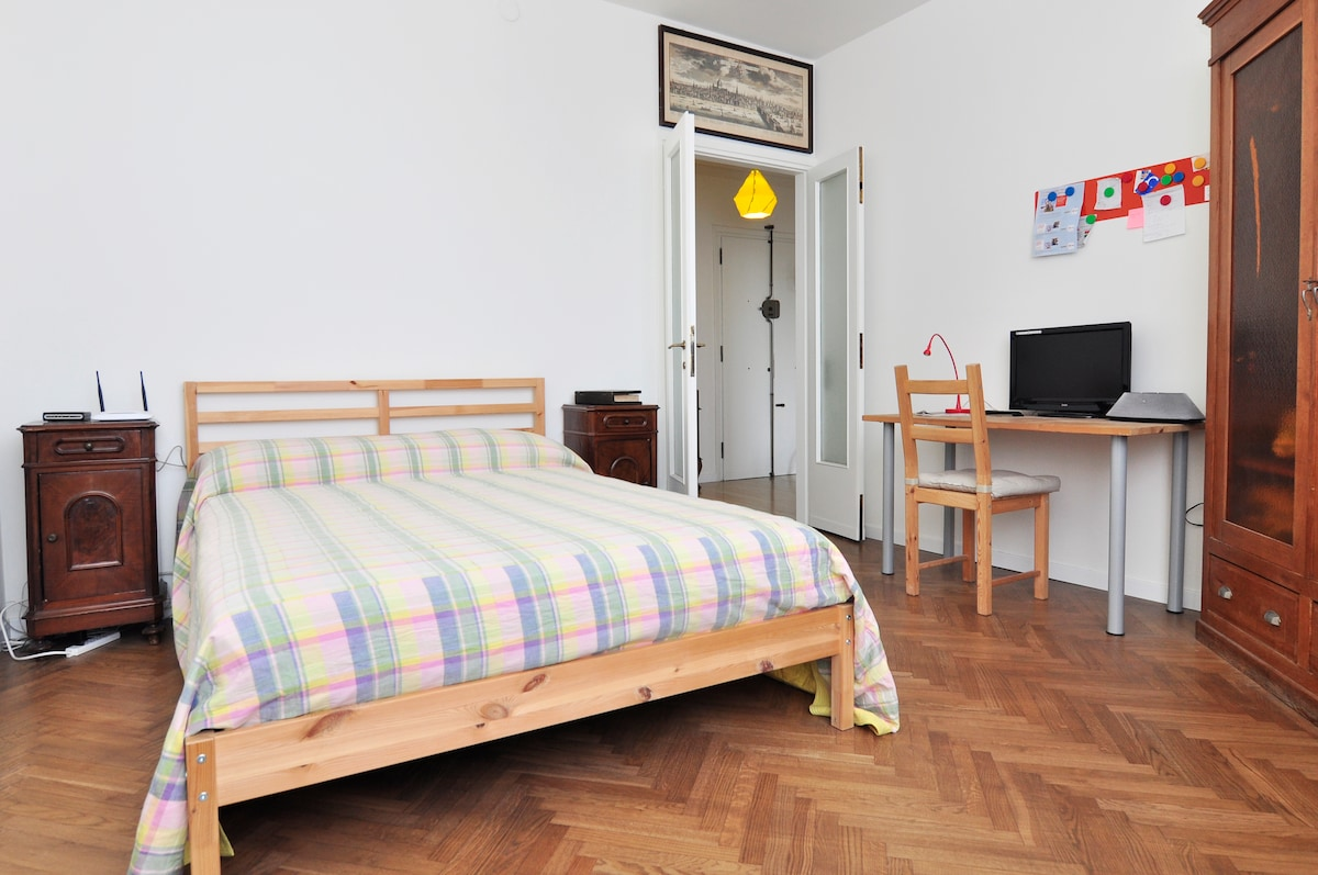 *CENTRAL* room in renewed flat