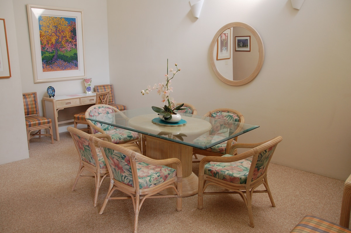 Large dining room open to kitchen and living area. Seats 6-8 plus breakfast bar..