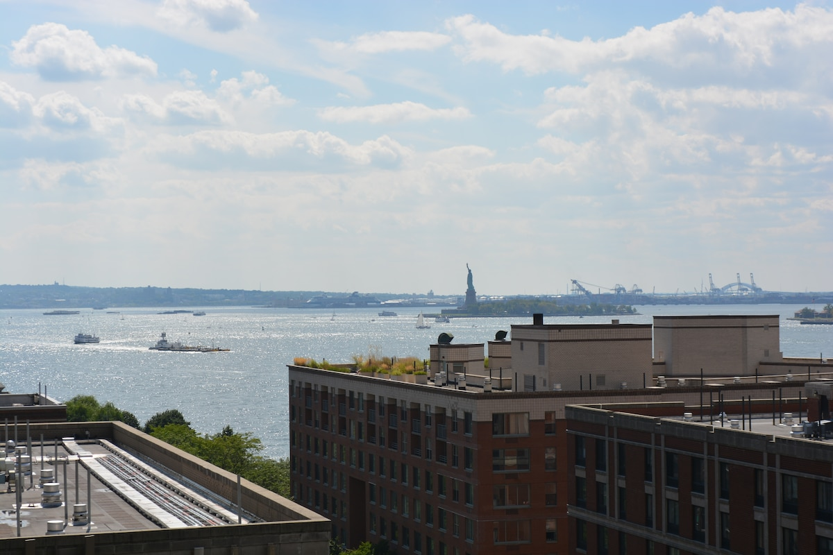 Spectacular views of the Statue of Liberty and Hudson Bay