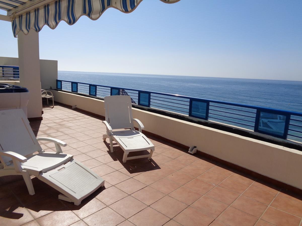 Penthouse, frontal sea views 368