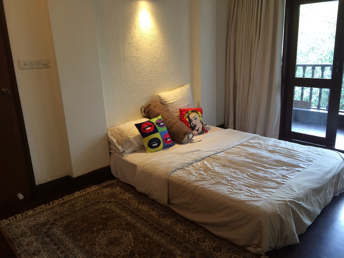 Lovely bedroom, heart of the city!