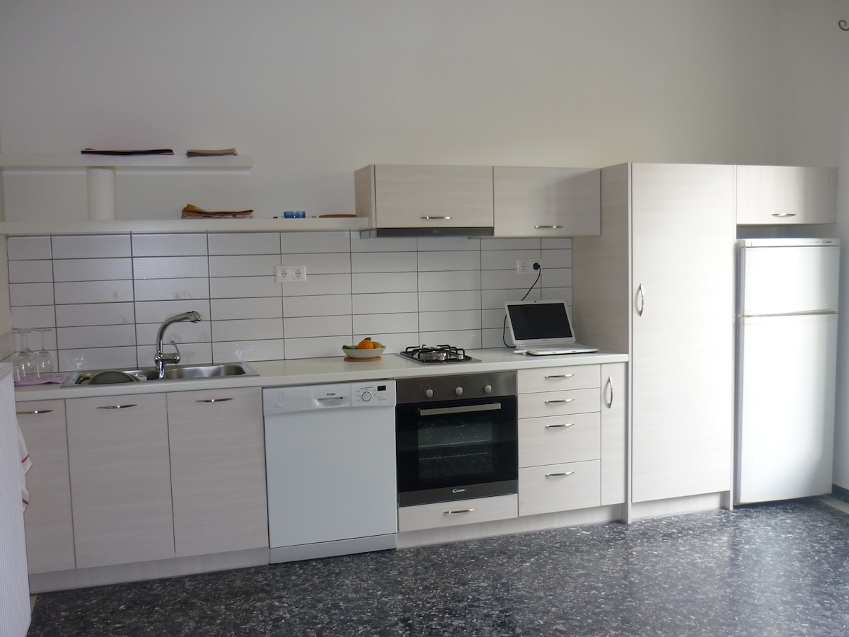 sunny flat in athens