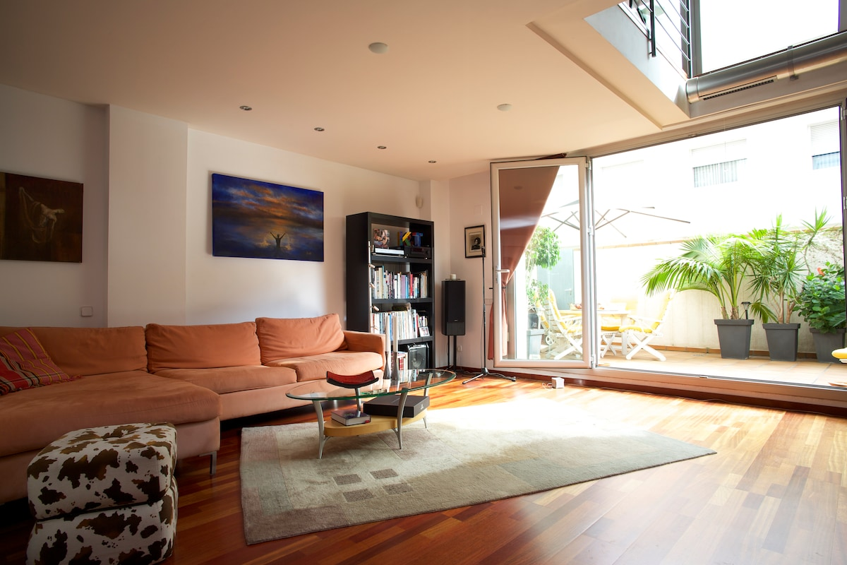 Living room with terrace and garden view