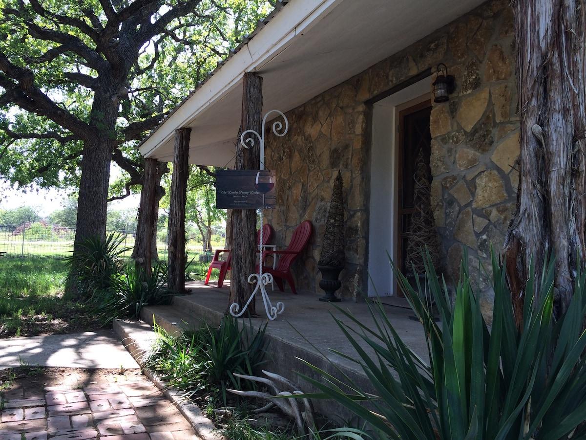 Charming & renovated 2/1 farm home