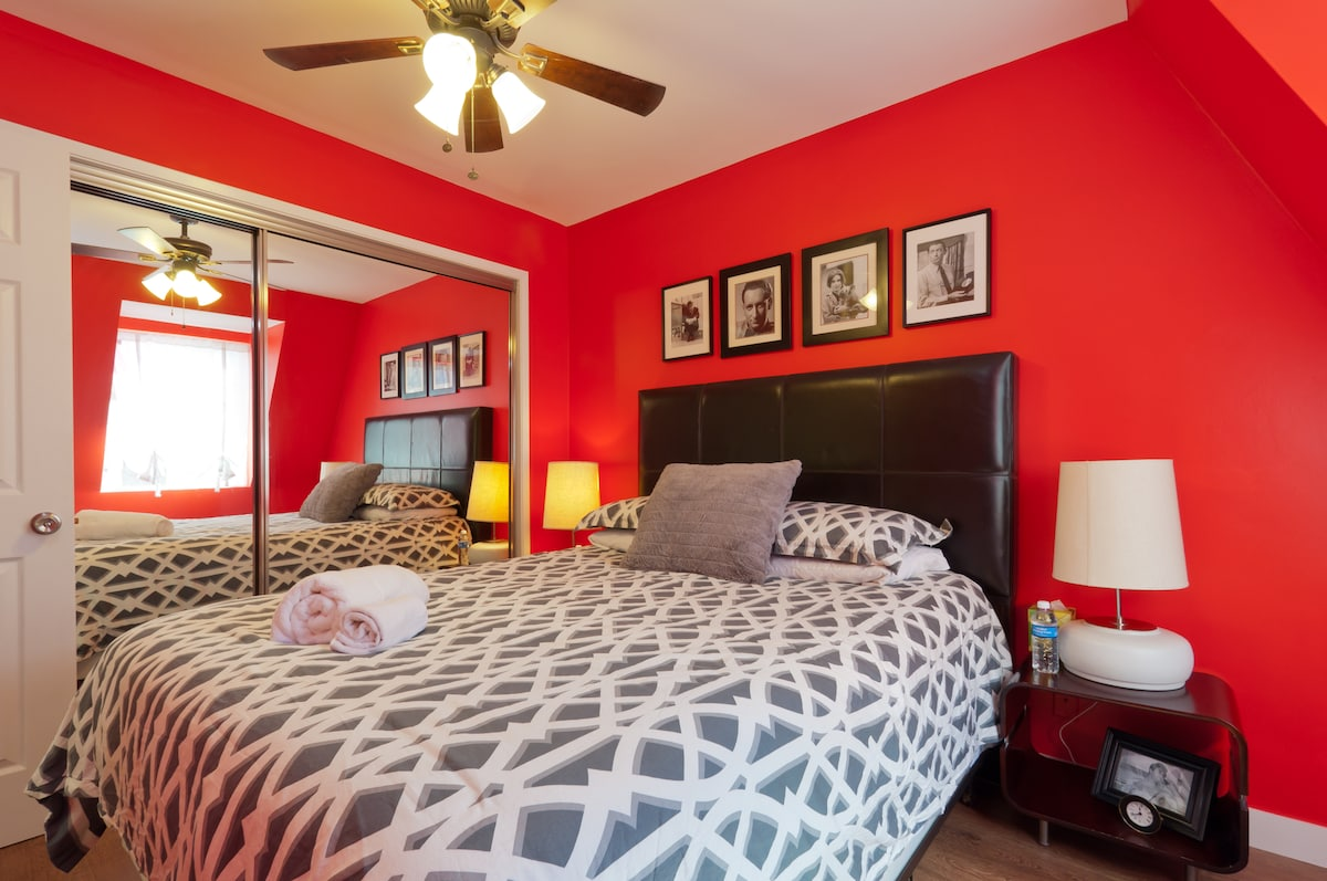 Hollywood Style minutes from beach!
