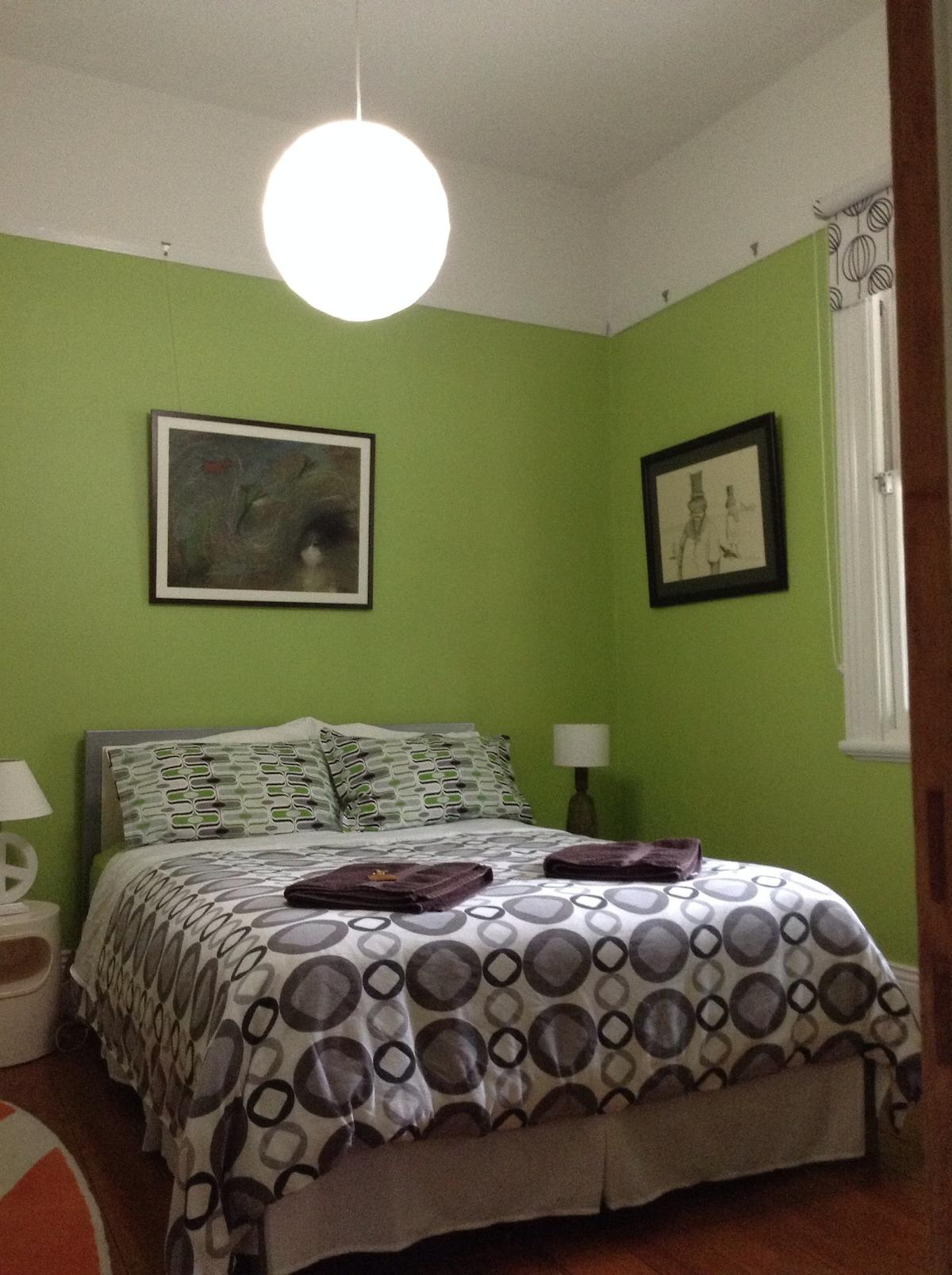 Lovely room in friendly Balmain