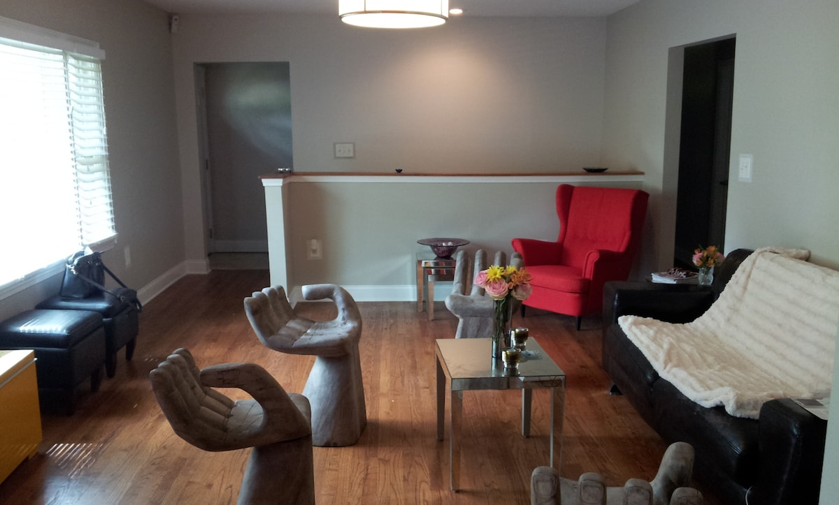 Cozy/Modern 1BD (2 Guests)+ Parking