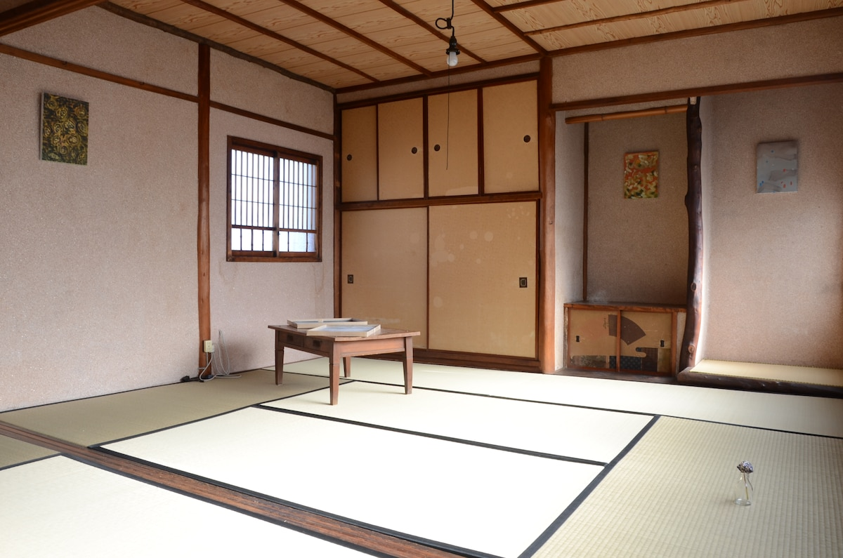 tatami bed room.you can sleep in a japanese futon. these are made in kyoto.