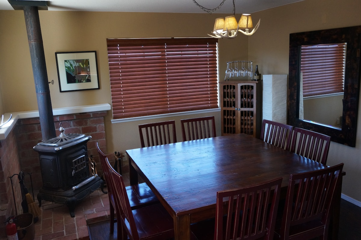 Dining Area - Dinner for six long lost friends?