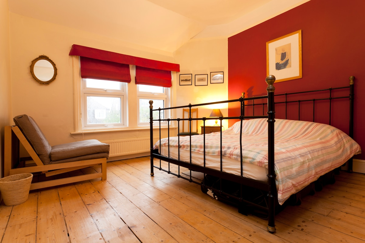 Double bedroom with futon bed - great for groups of three
