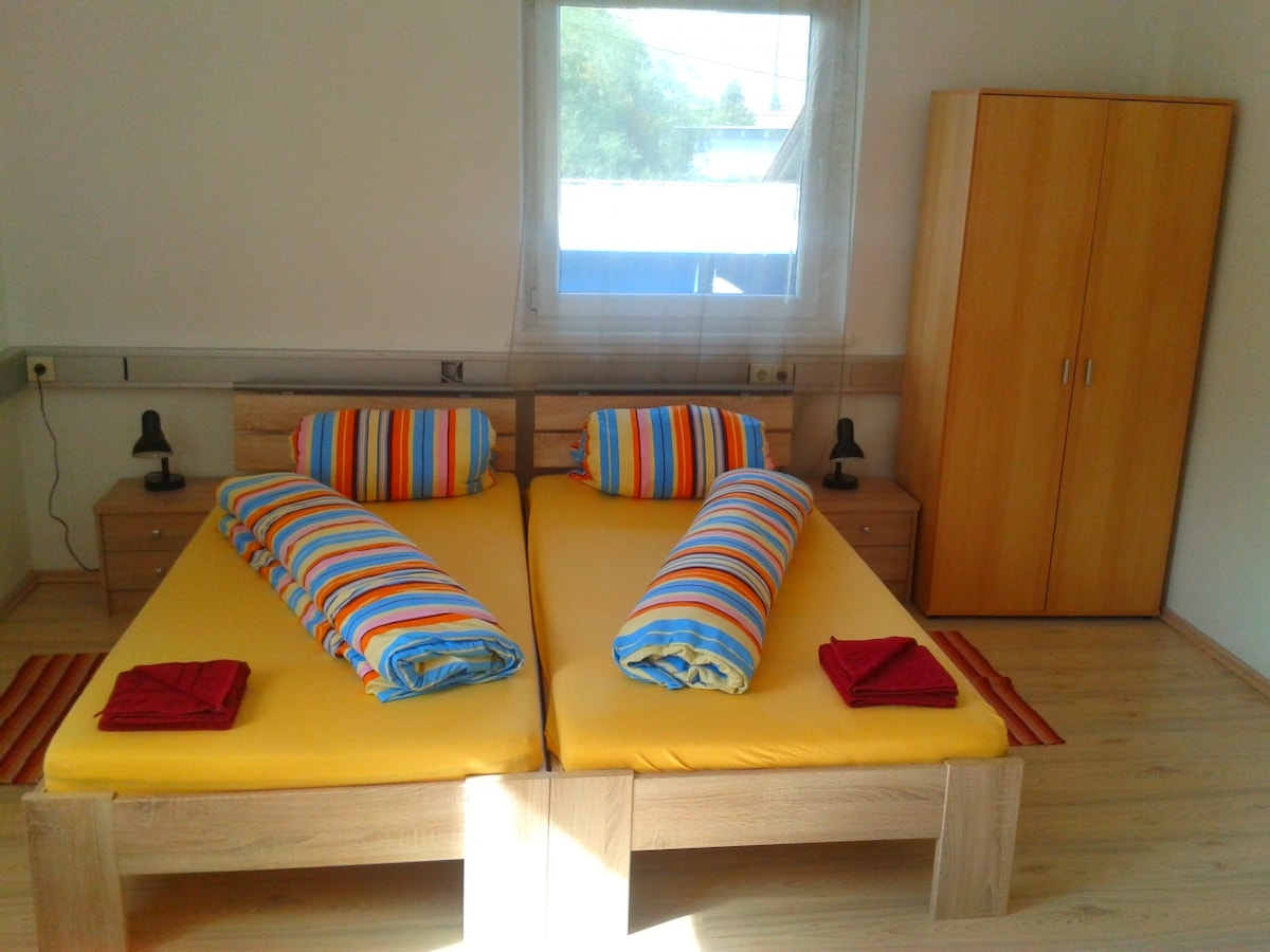 Home-like room (3.)
