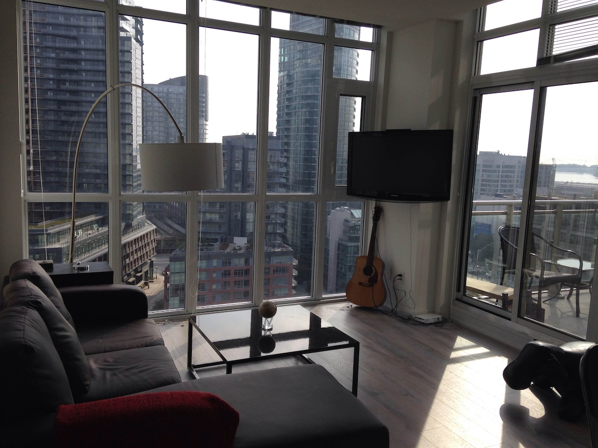 Downtown Penthouse With Great View!