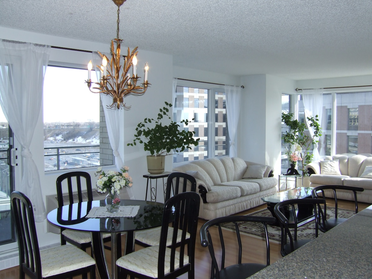 Gorgeous Luxury 2-Bedroom Condo!!