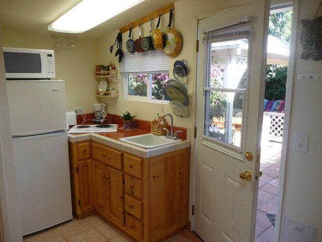 kitchenette area bungalow 1