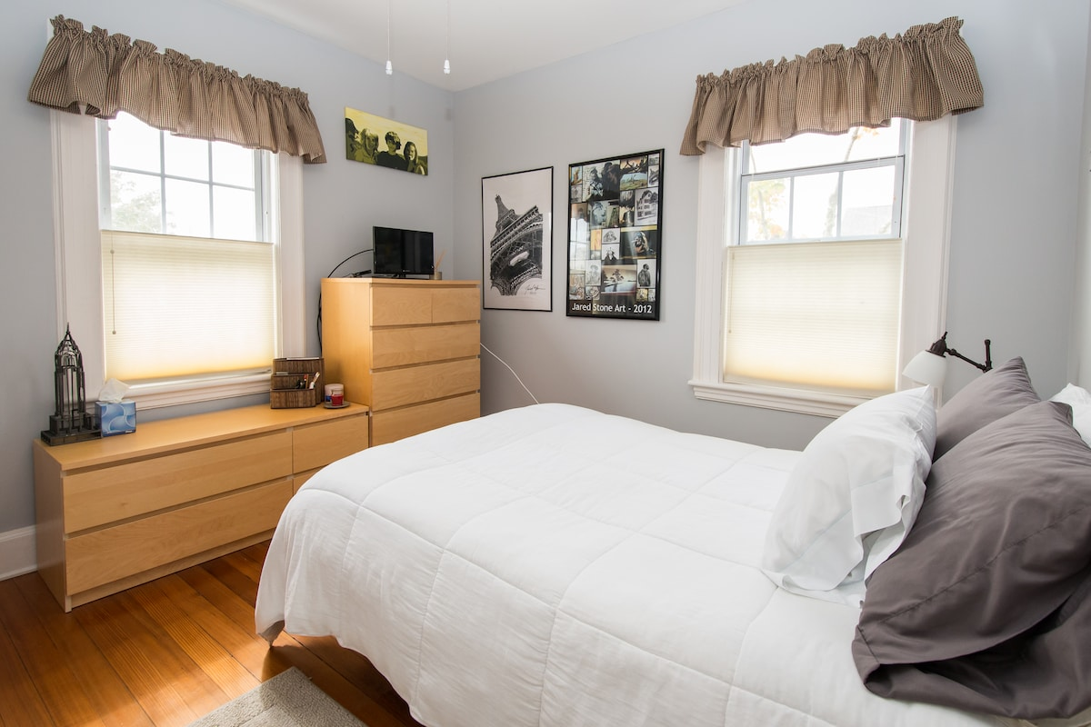Guest bedroom with full-size futon bed and memory foam. This room works well for 1 or 2 people.