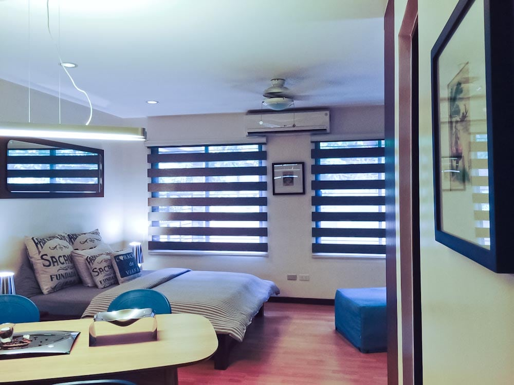 The  Lovely Studio is a 32 sq. m fully furnished open planned apartment, located on the first storey/ road level of a three storey apartment building on Angol Road, an easy 3 minute leisurely walk on White Beach, station 3.