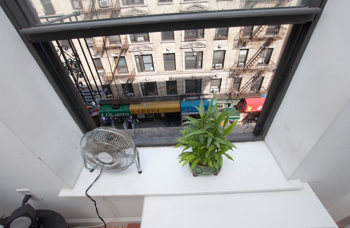 Looking down to street level... in the heart of Little Italy and Chinatown.  Soho at your feet