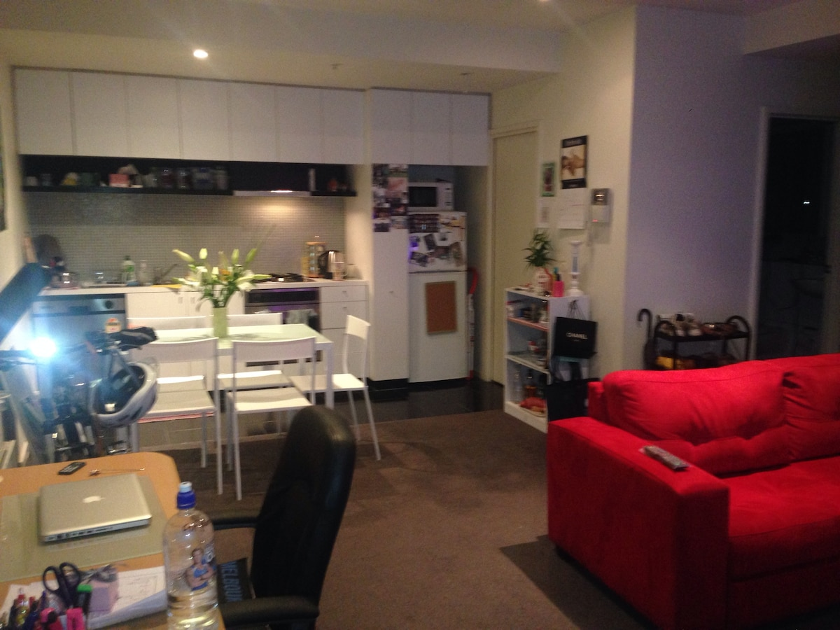 Entire apartment in CBD! Homely!