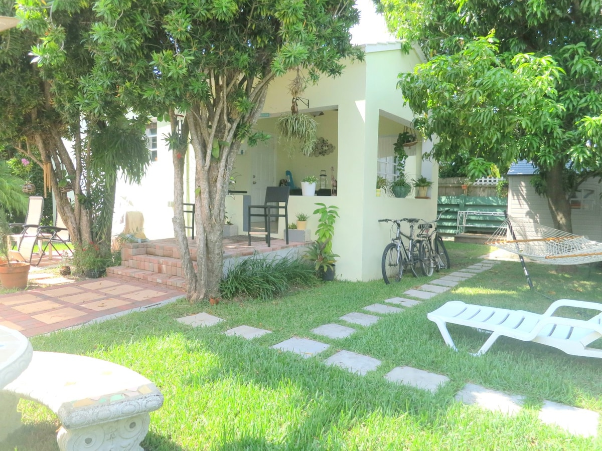The Florida room is now an outdoor area, perfect for breakfast, reading, wine, etc.