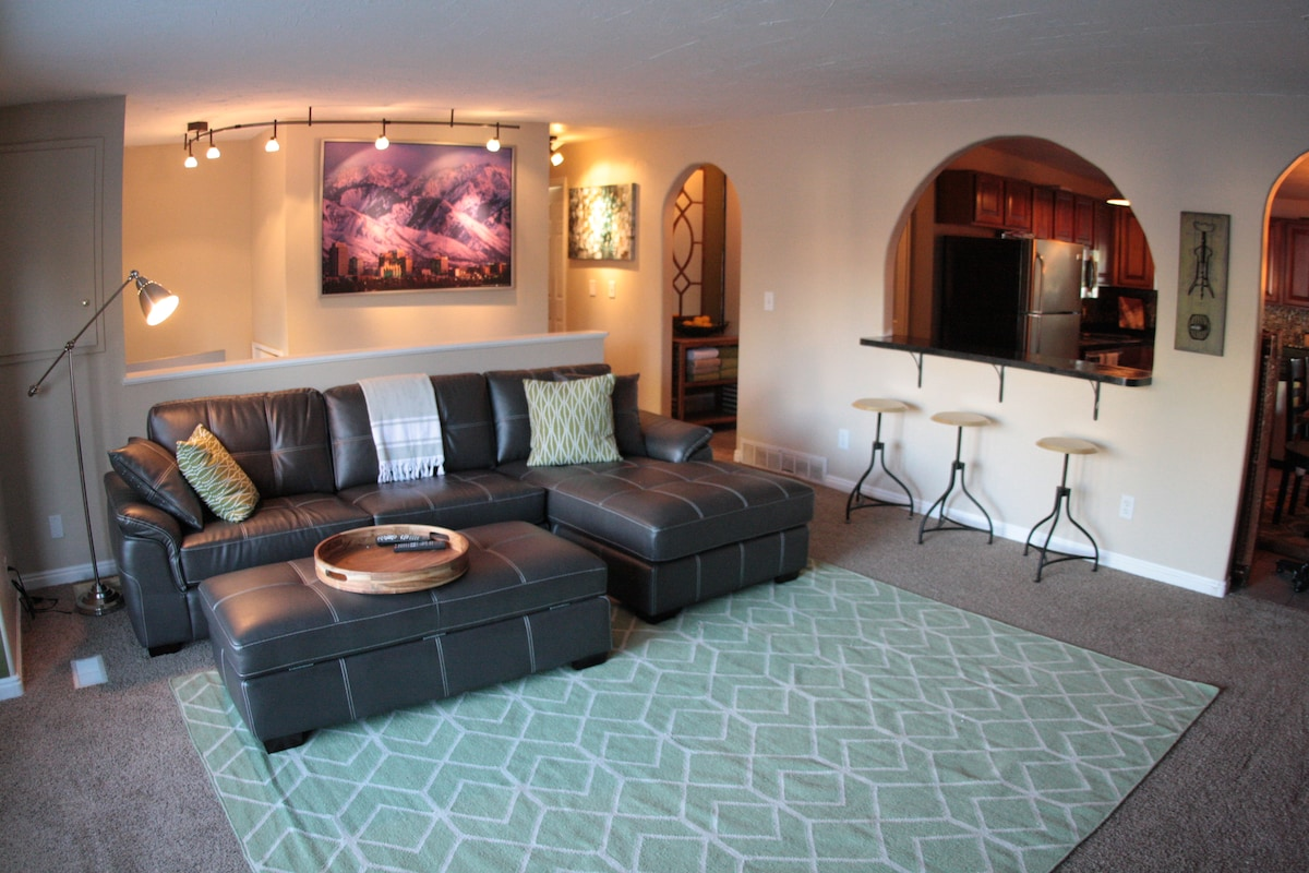 Huge 2br King Beds Great Location!