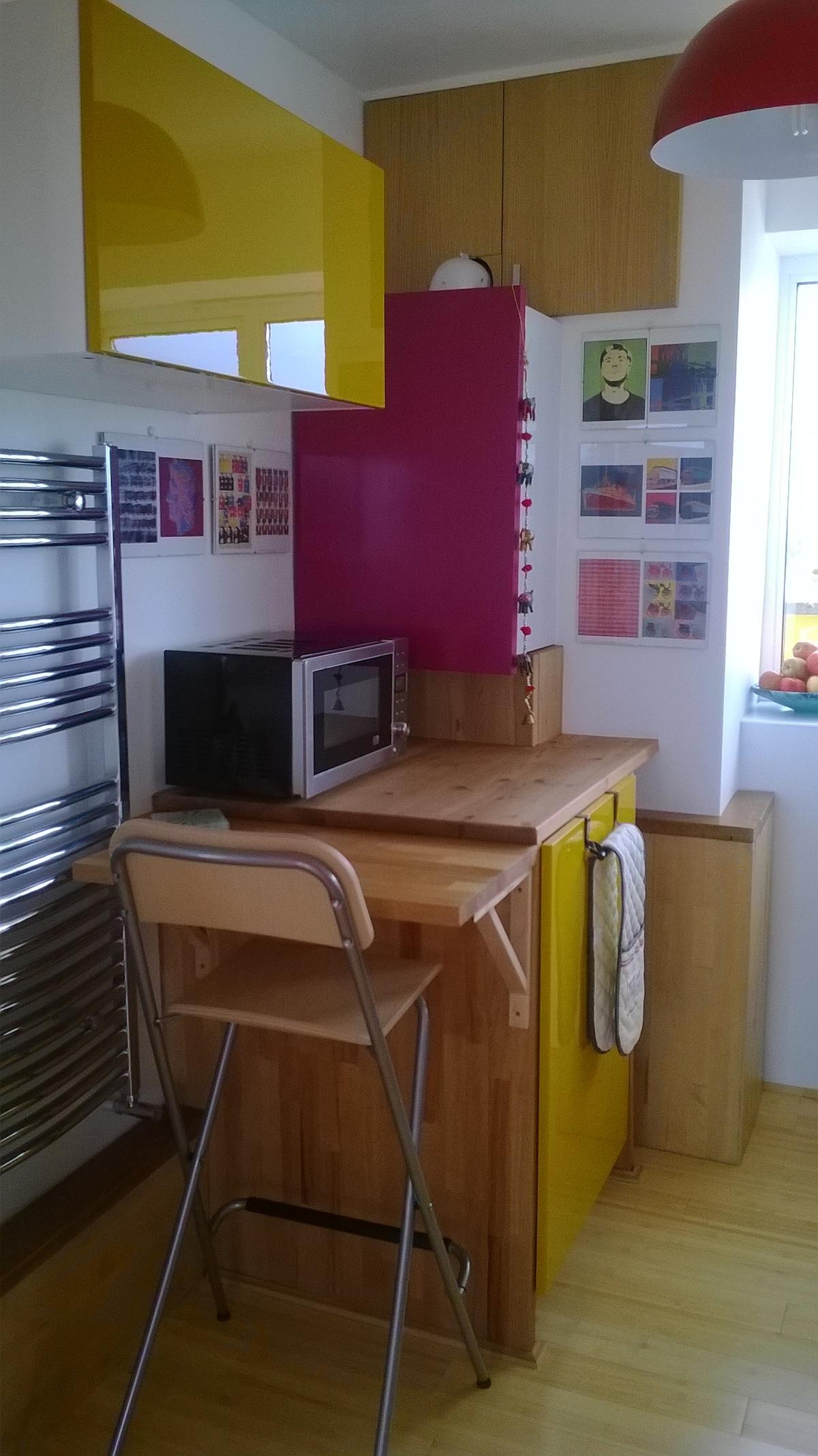 Kitchen, breakfast table.
