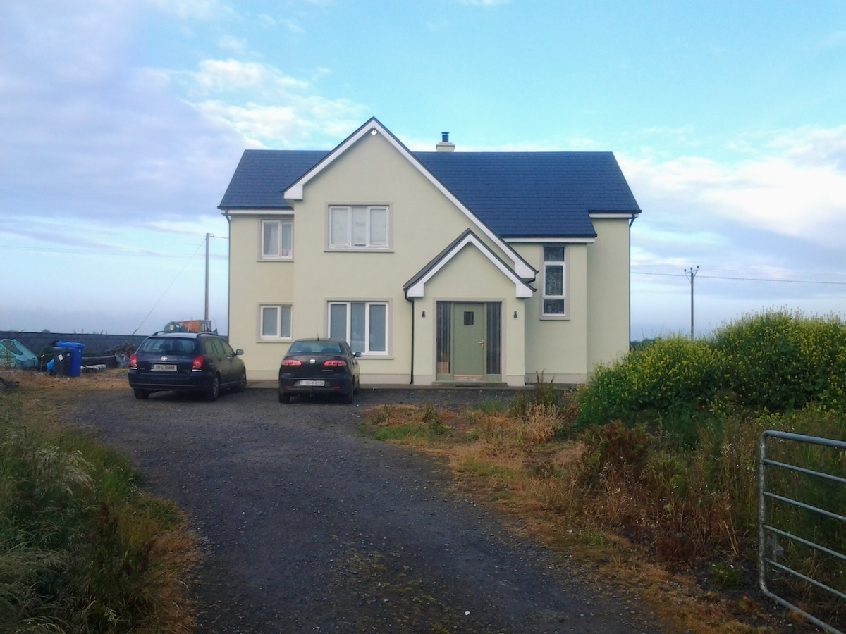 Oranmore with free wifi & jacuzzi