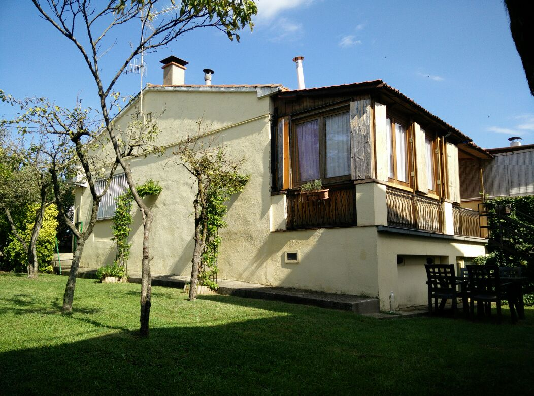 House with private garden in Besalú