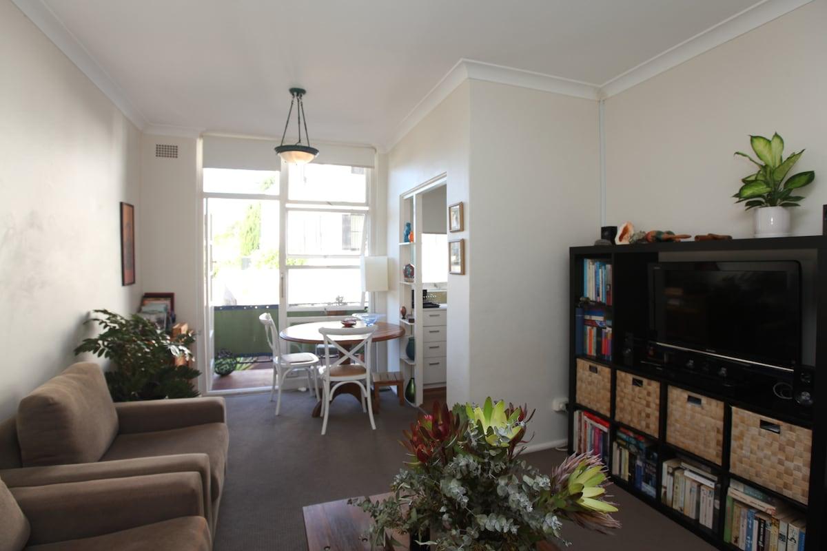 June Fire Sale - harbour apartment!