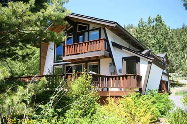 Huge 4br, 3bath home located in the valley (1 mile to the village) @ Squaw Valley USA!
