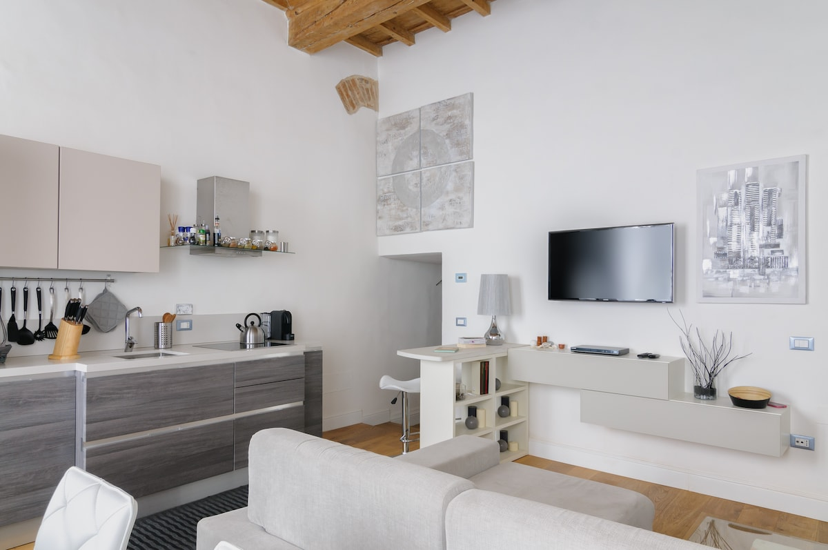 Snack bar, television and kitchen