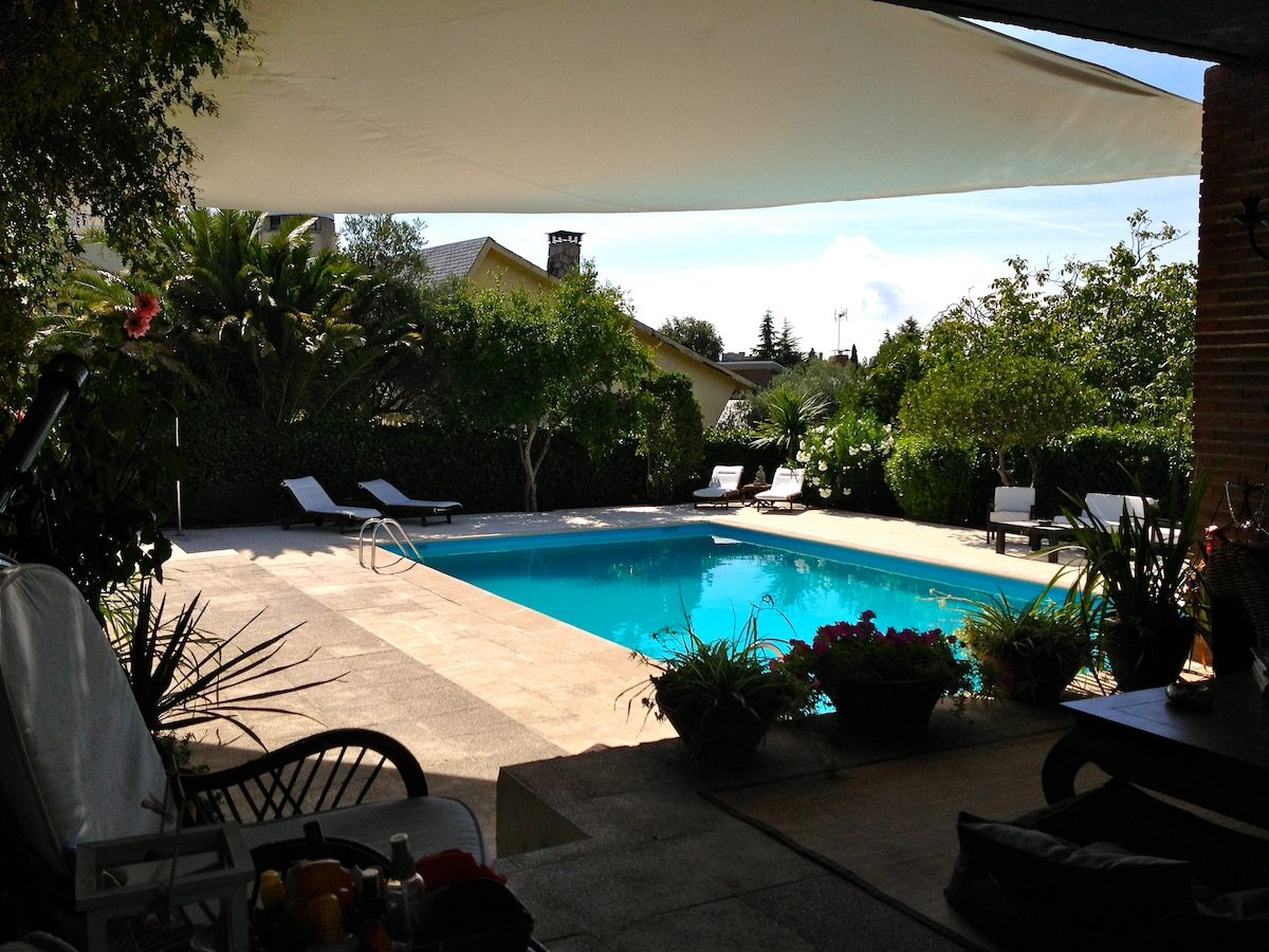 Independent guesthouse and pool use