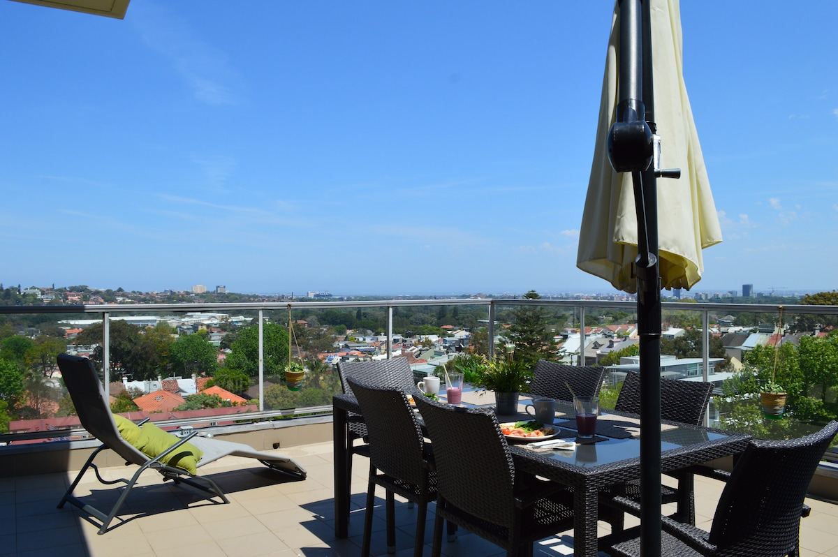 Large 1 Bedroom apartment with view