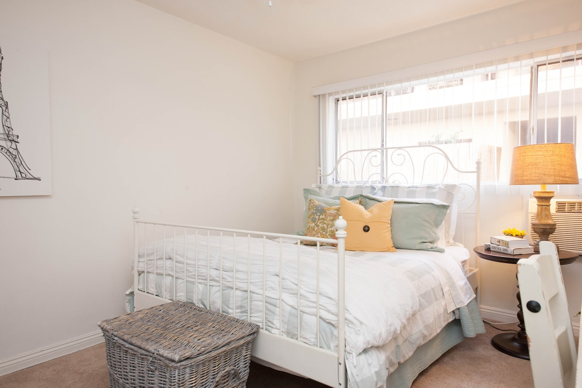 Fabulous Apt in the center of WeHo!
