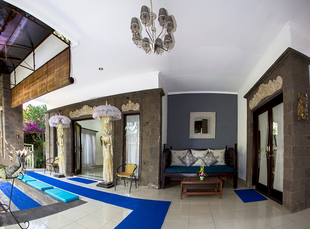 Foyer and Villa entrance showing bedrooms one and Two at Pool