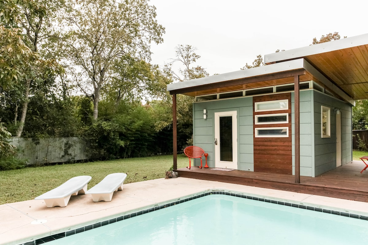 Backyard Poolside Getaway - Left