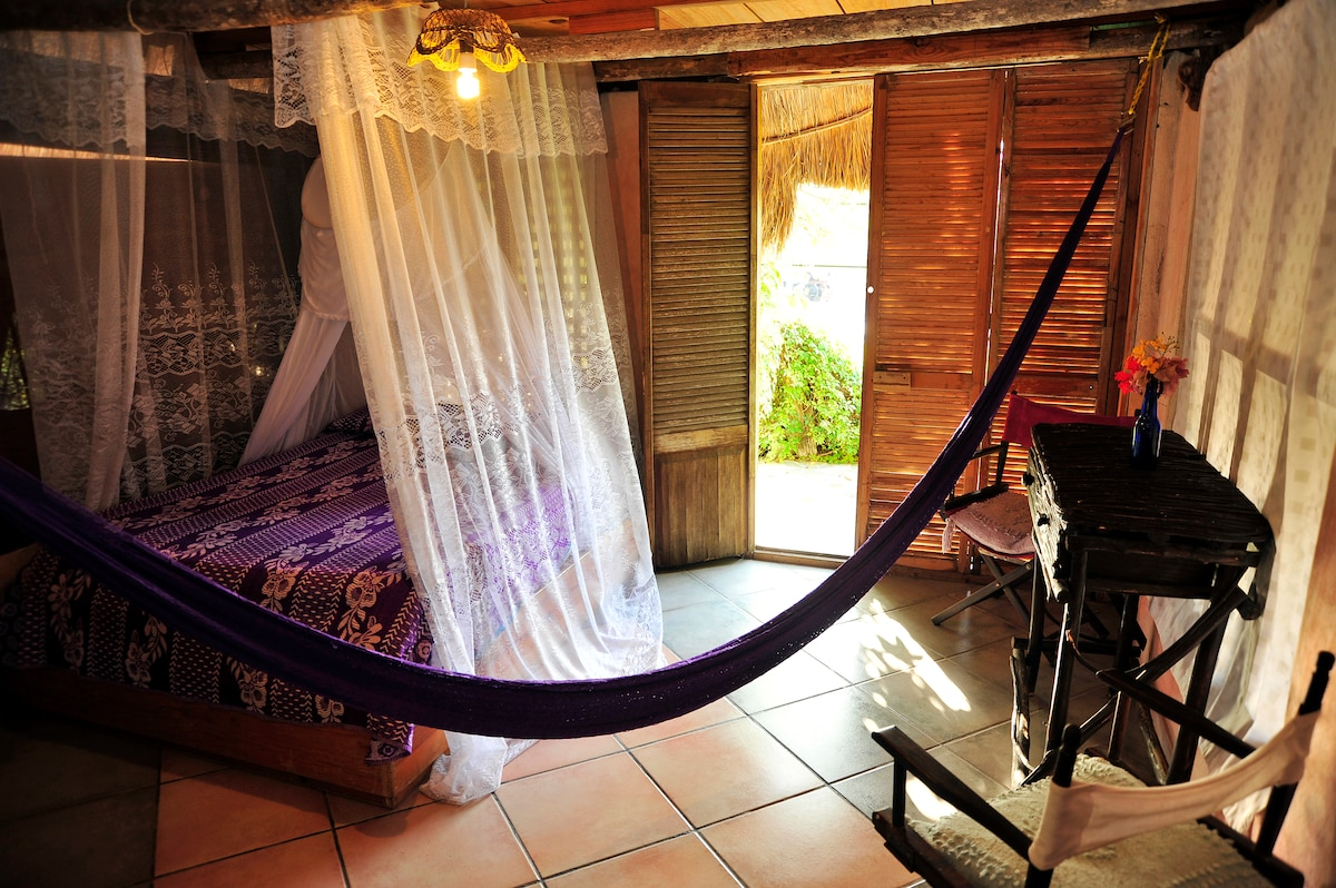 Casitas kinsol - Room #4 - A hammock in the room - The balcony overviews the street -