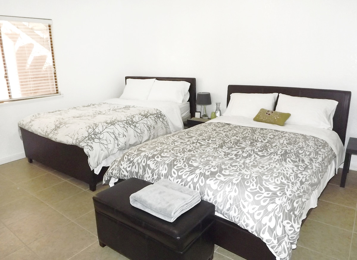 """welcome! private bedroom """"2"""" with 2 queen beds (private space) *1-4 guests per bedroom"""