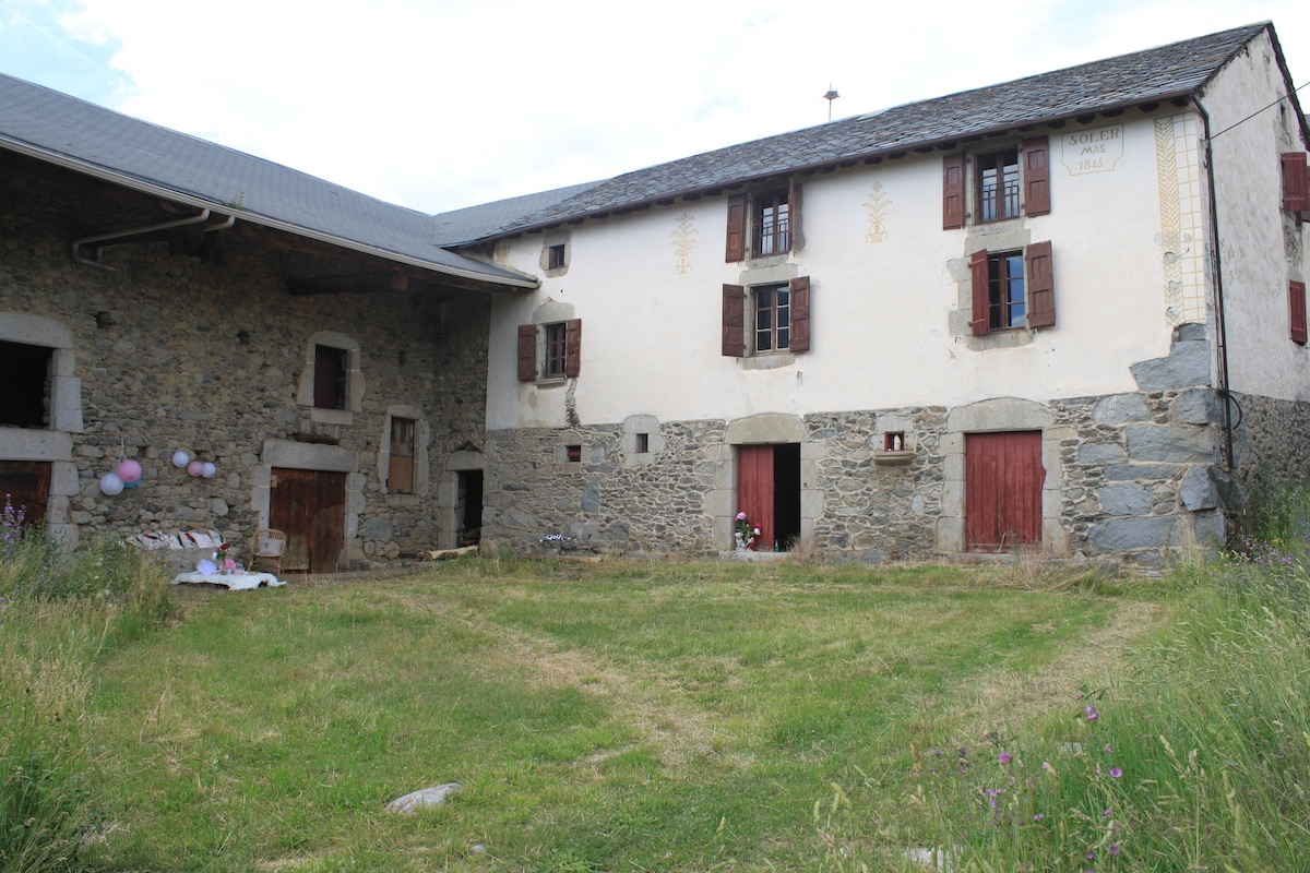 Family farmhouse near ski resorts