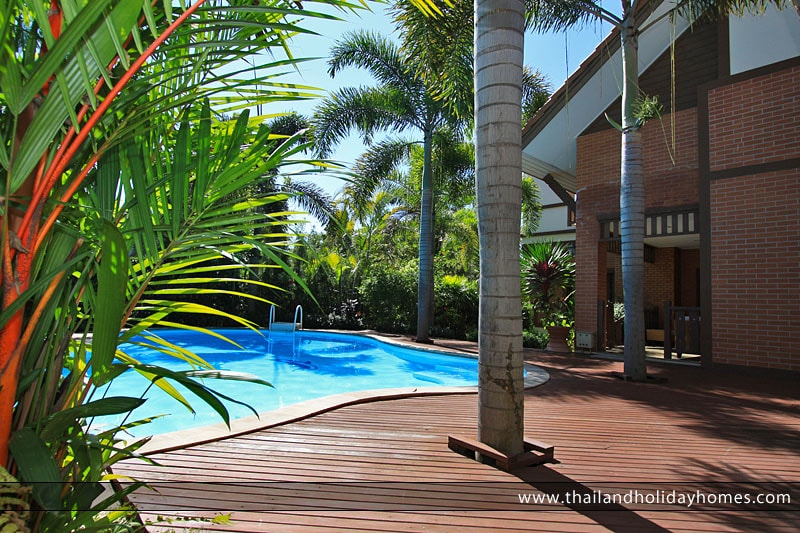 Quiet and secluded private swimming pool