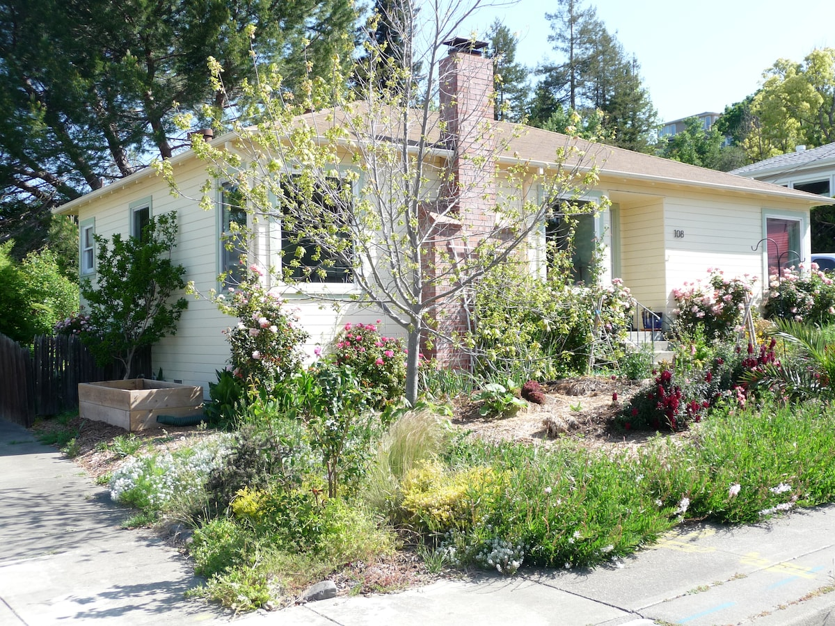 Cute wine country artists' cottage