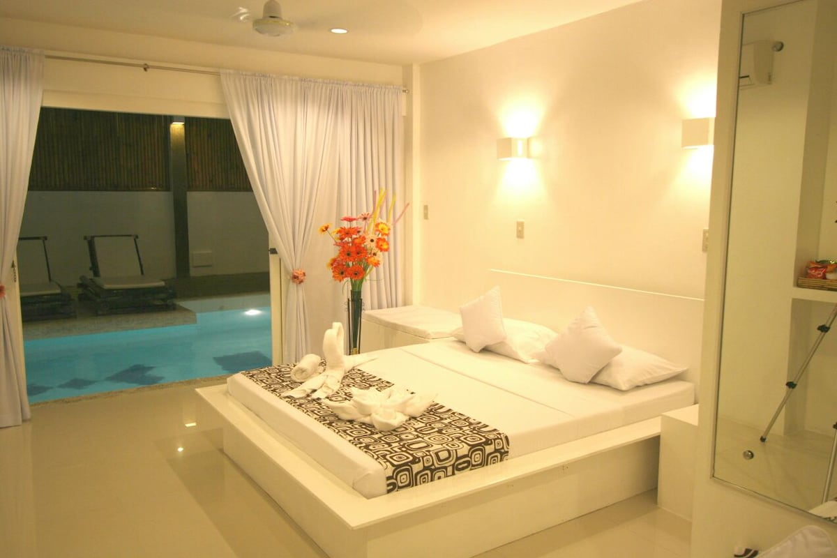 JJ Resort and SPA Pool Access Room