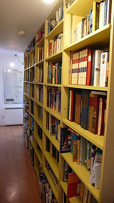 Library in the hallway, with map of Lower Manhattan on the far wall - my second favourite city! (Photo: Peter B Lloyd)