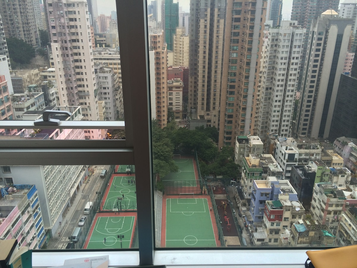 Quiet, Bright Home in Sheung Wan