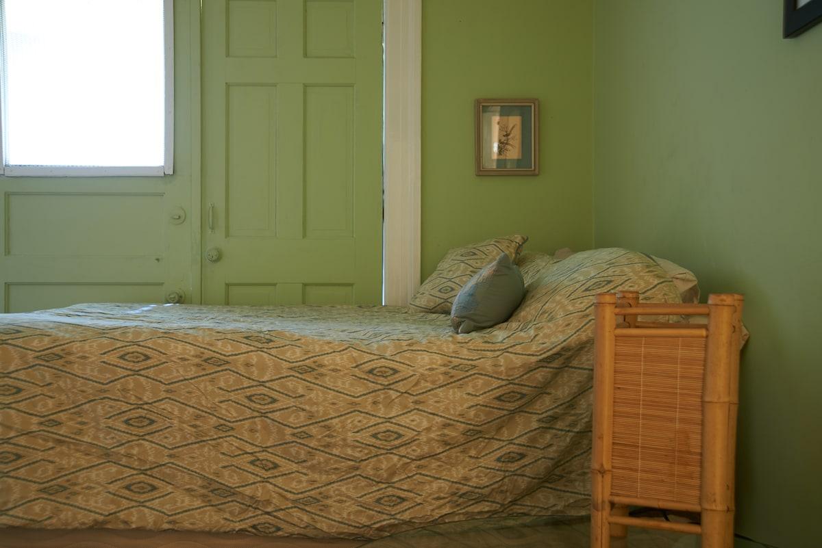 Large Room-Heart of Haight Ashbury