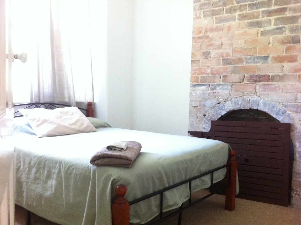 Room in inner-Sydney terrace